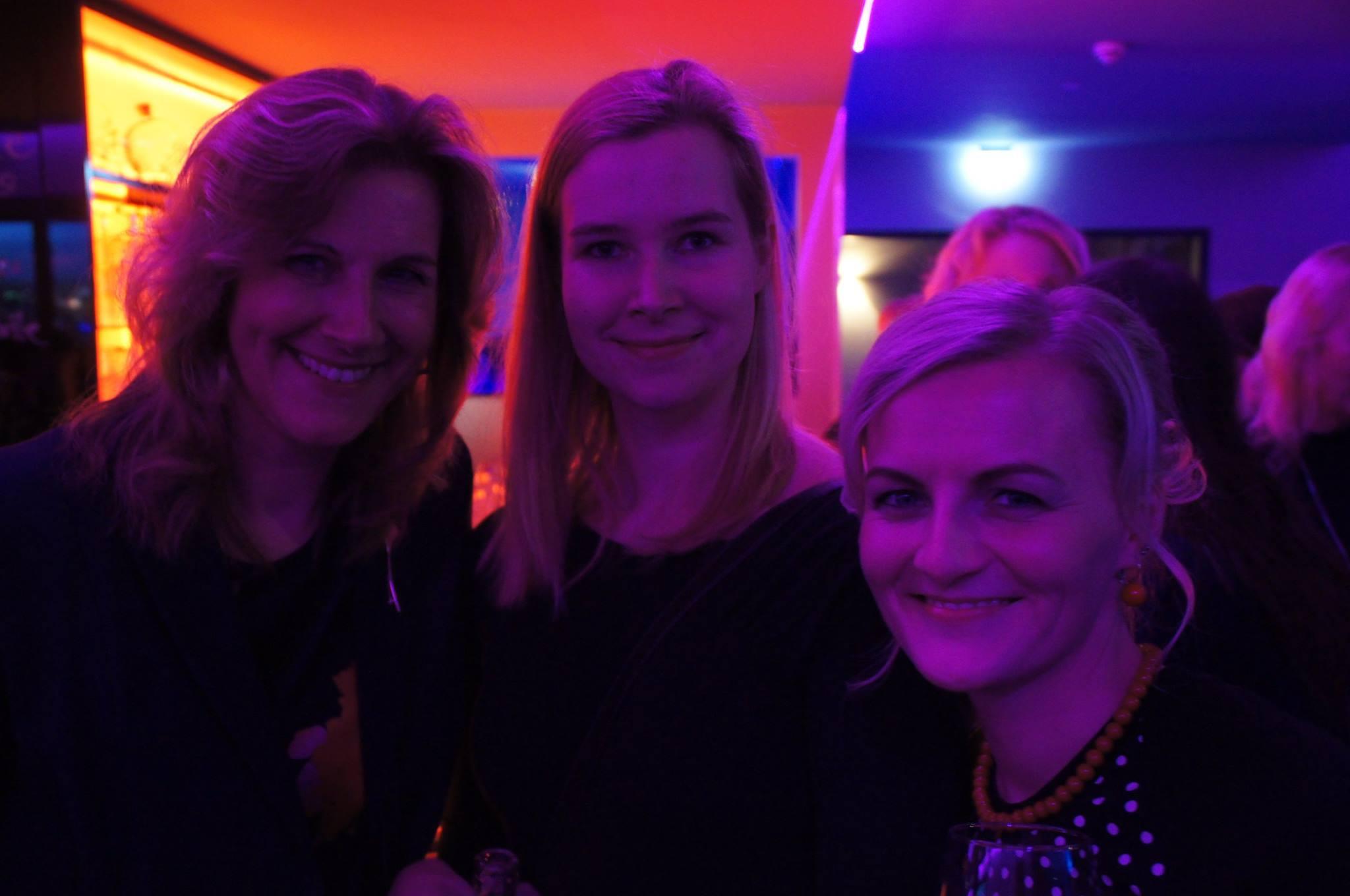 Merleen Reichenberg, Greta Milán und ich auf der Leserparty im Club L1 Leipzig